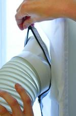 tesneni-oken-pro-mobilni-klimatizace-nasazeni-hadice-detail